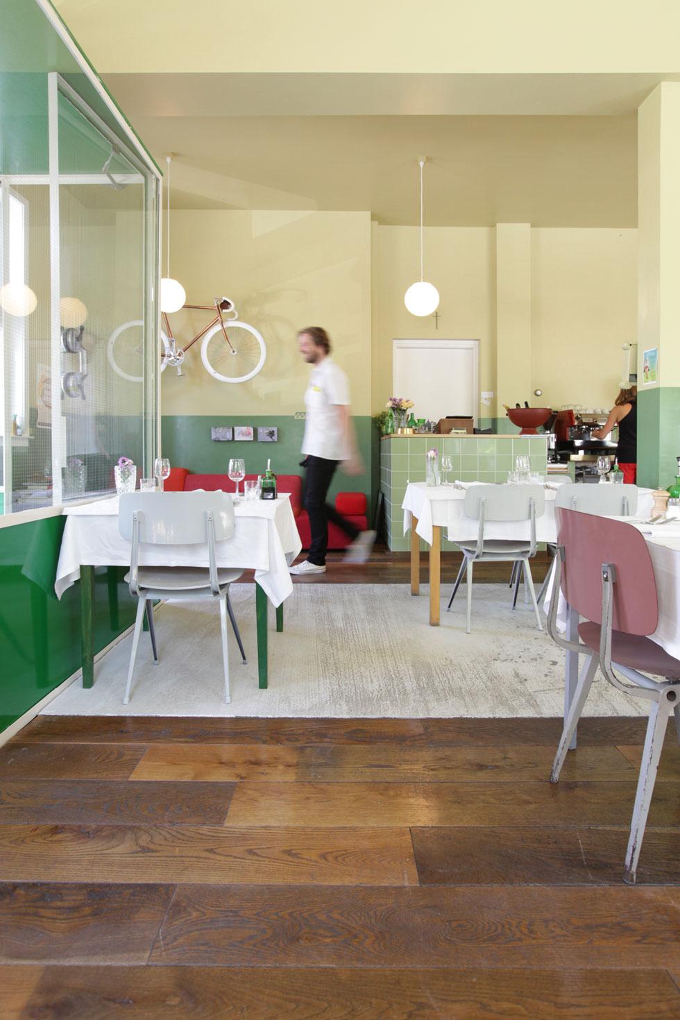 VK-Cafe-Modern-7